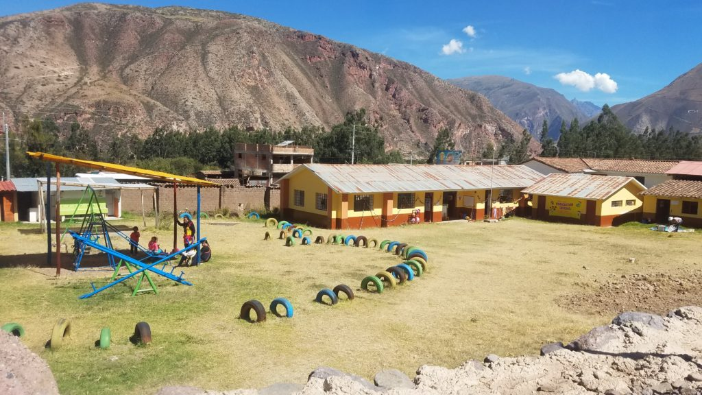 School with kids on playground in Media Luna