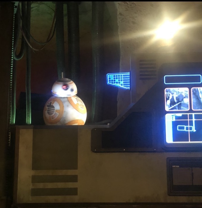 Pre-Show briefing by BB-8 at Star Wars Galaxy's Edge