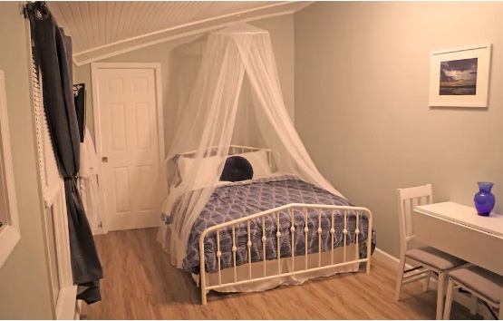 bedroom of cleveland airbnb3