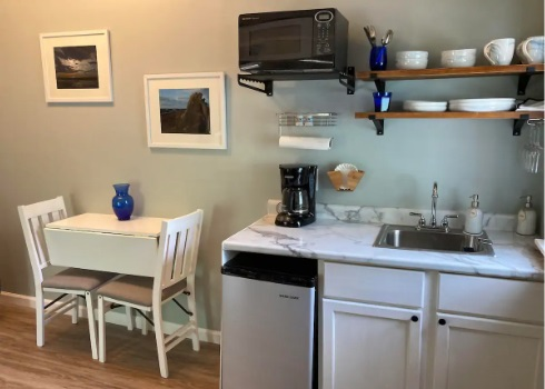 kitchenette of cleveland airbnb3