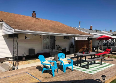 back porch picnic area for airbnb Cleveland 7