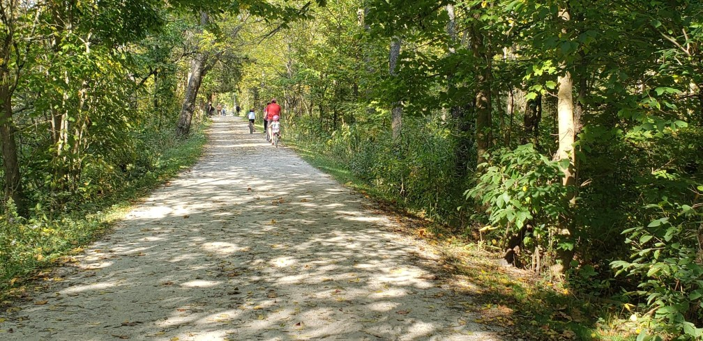 bikers inthe towpath trail in cuyahoga valley national park trails