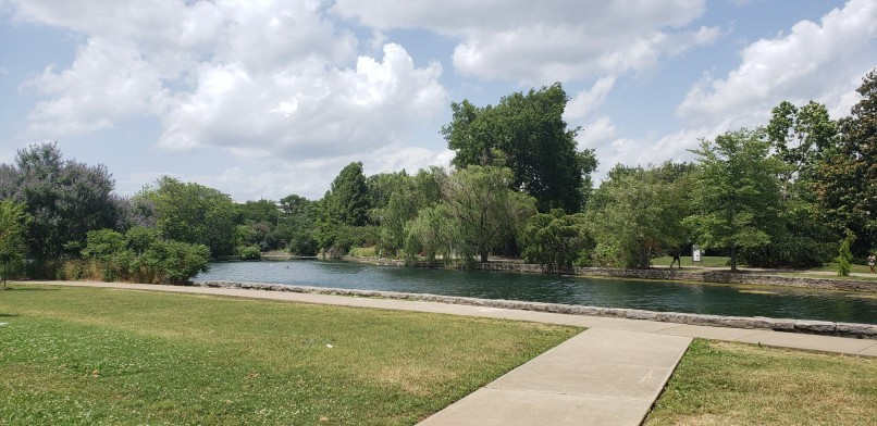 Beautiful views of green lawn and water at Centennial Park in Nashville on a weekend trip in Tennessee