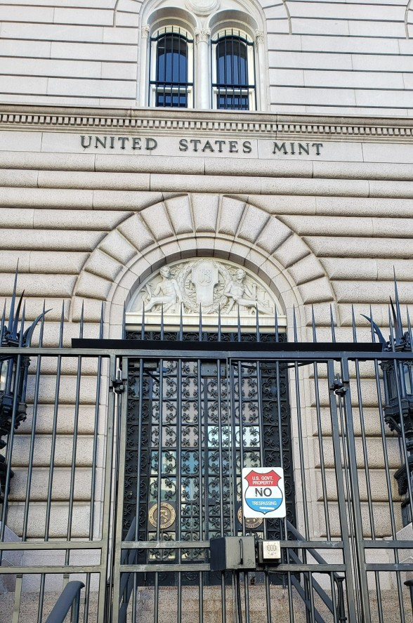 front view and gate at US Mint in Denver on a 24 hr tour