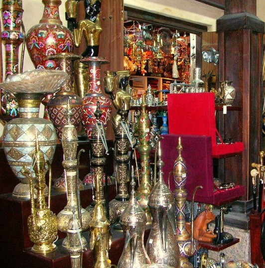 Display of nargile pipe souvenirs in turkey